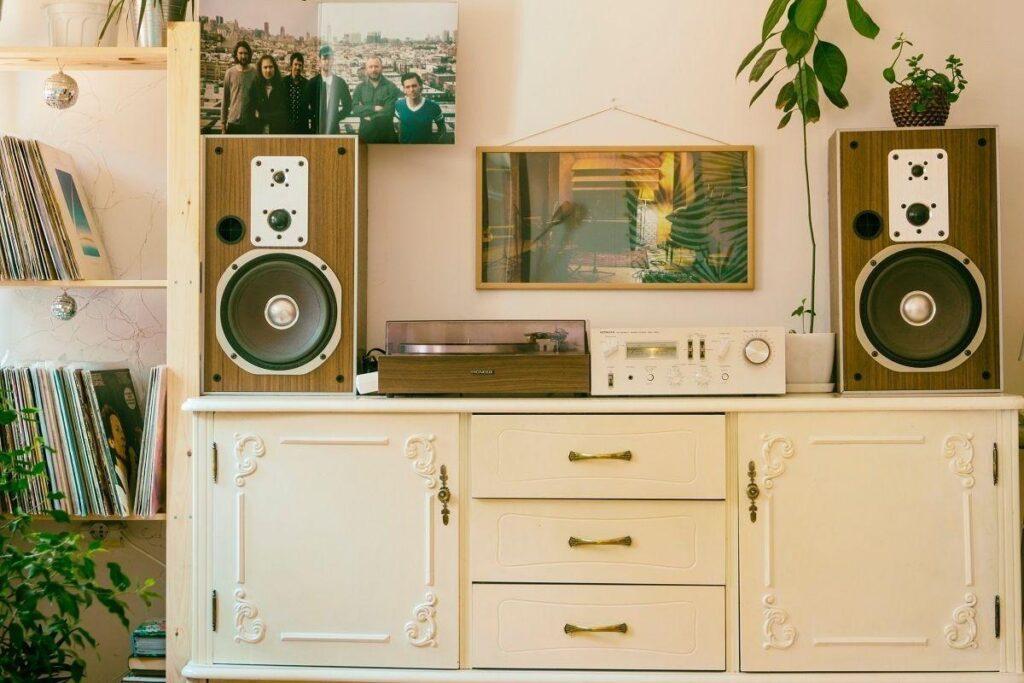 Styl retro w łazience, kuchni czy salonie – jak uzyskać najlepszy efekt?