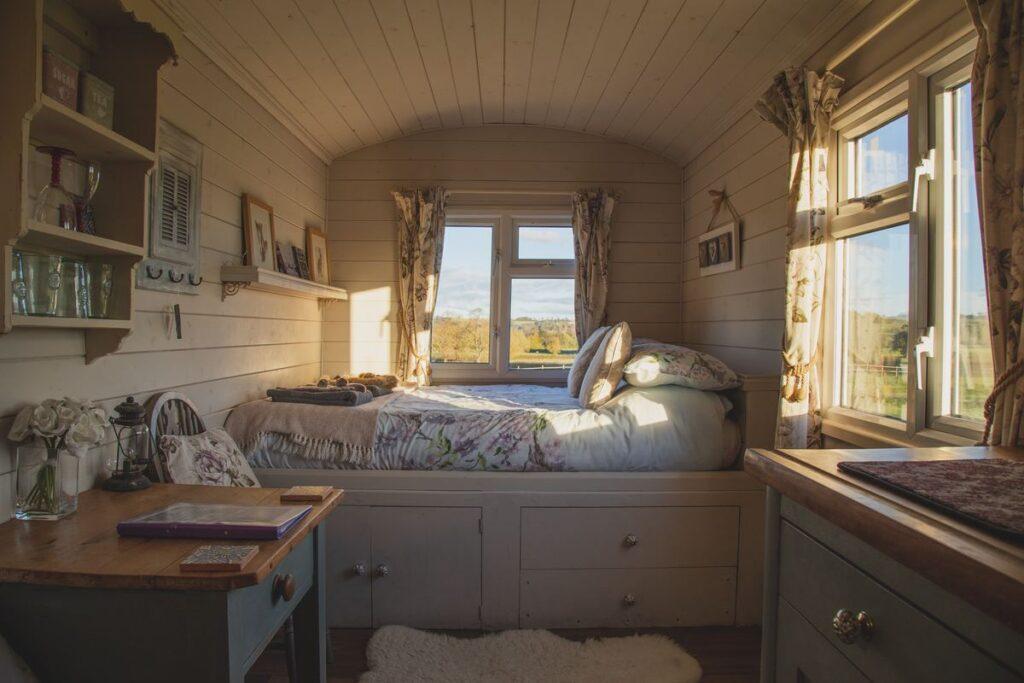 Pomysł na to, jak urządzić małą sypialnię?