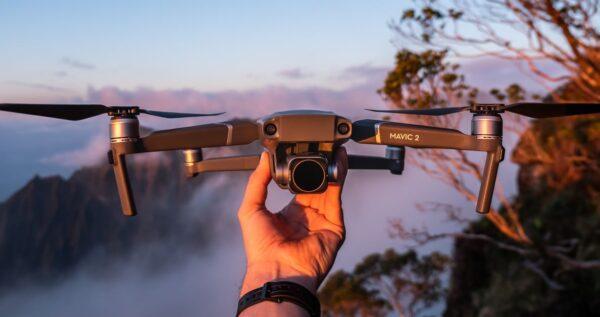 Współczesna fotografia i filmowanie - kiedy licencja na drona jest koniecznością?