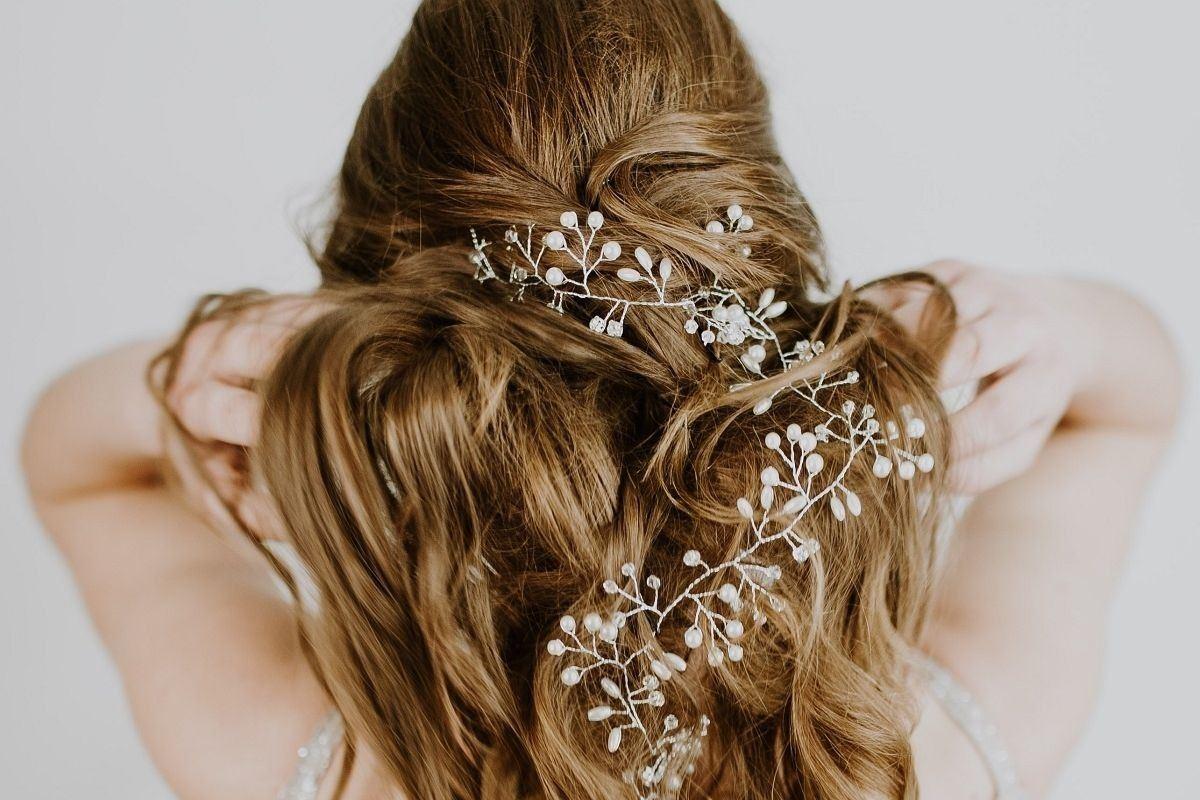 Co zamiast welonu - ozdoba na długie włosy z koralików
