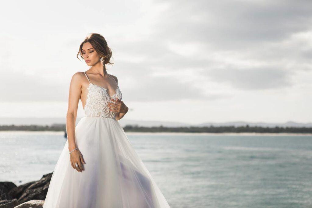 Rodzaje sukien ślubnych - litera A