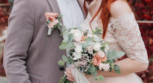 Romantyczny i delikatny bukiet ślubny boho, który perfekcyjnie wpisuje się w twoją stylizację. Zobacz inspiracje!