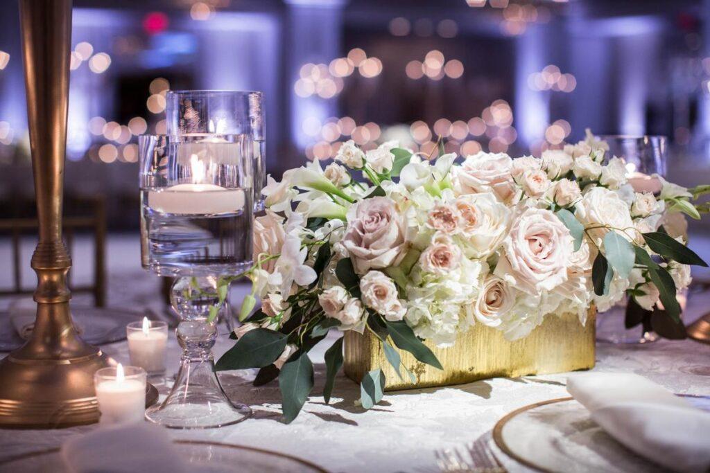 Najpiękniejsze kwiaty na stół weselny – znajdź pomysł na wyjątkową kompozycję!