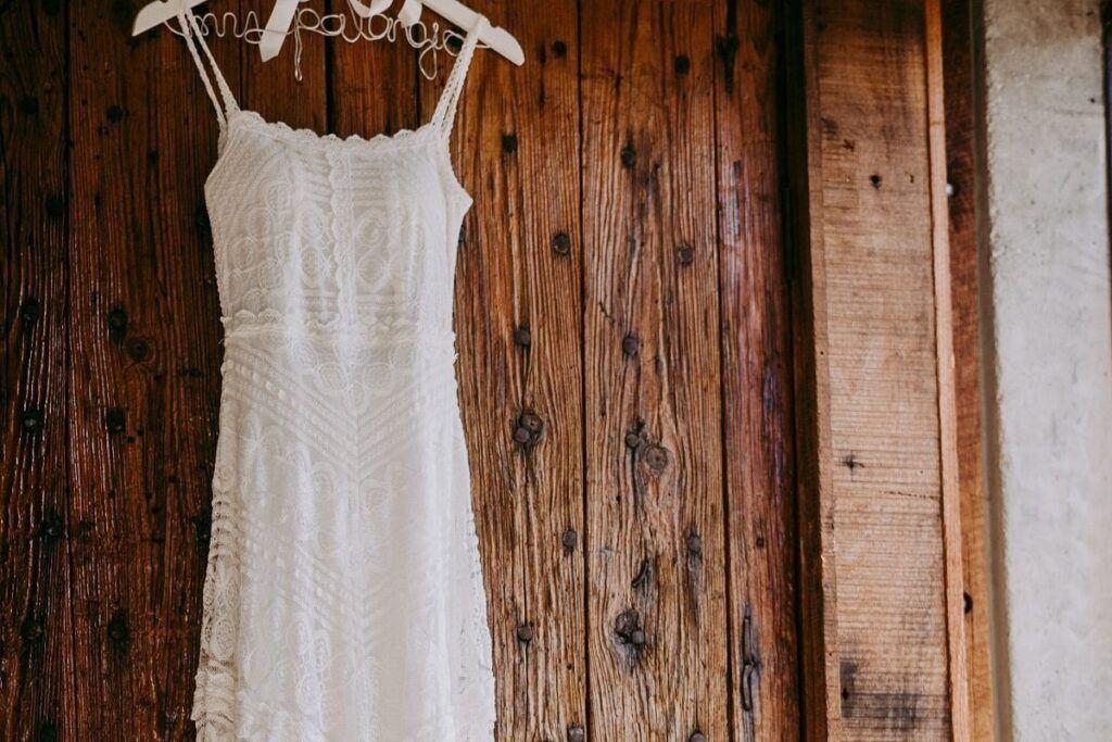 Rodzaje sukien ślubnych - prosta suknia ślubna