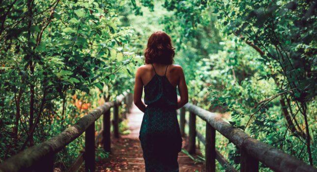 Dobierz oryginalne dodatki do zielonej sukienki i prezentuj się doskonale!
