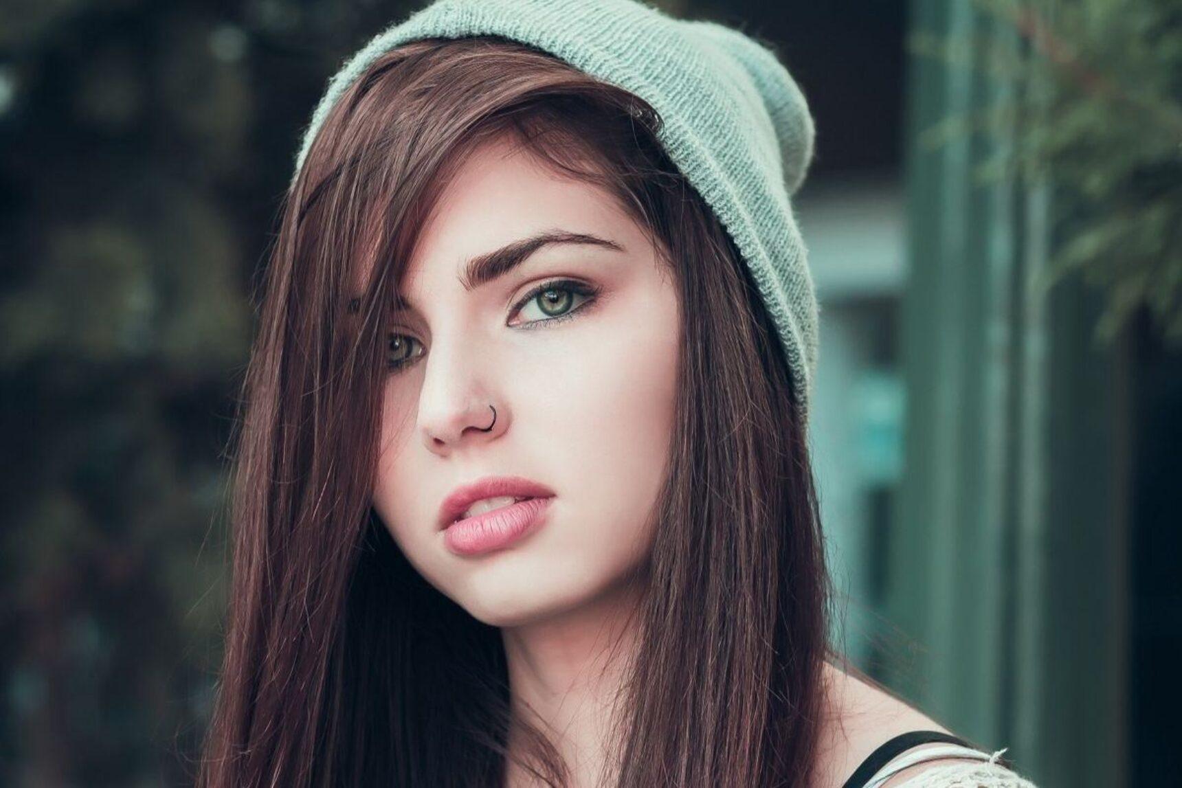 Kolczyk w nosie – moda, ekstrawagancja, czy podkreślenie twojego charakteru?