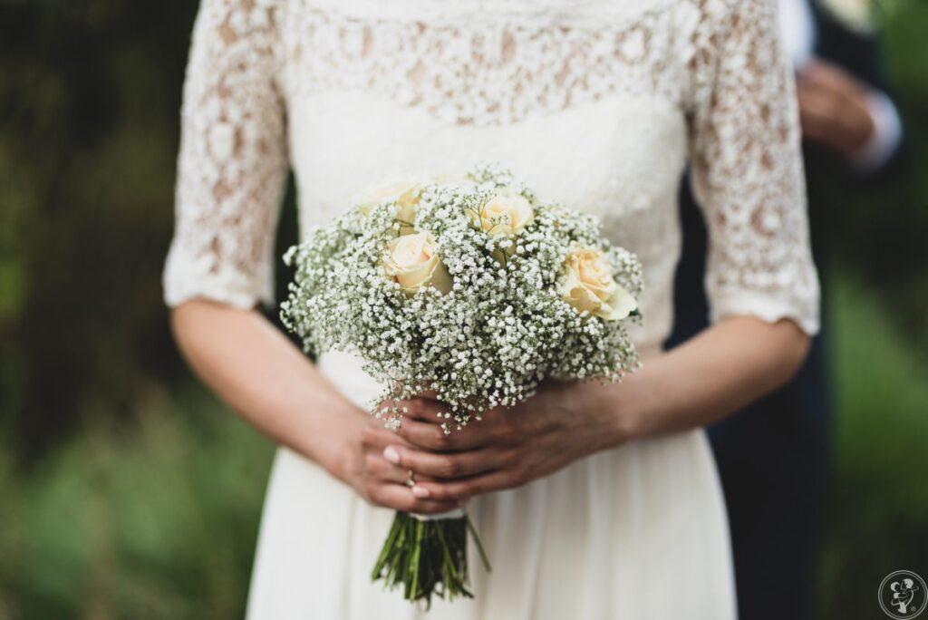 Gipsówka w bukiecie ślubnym
