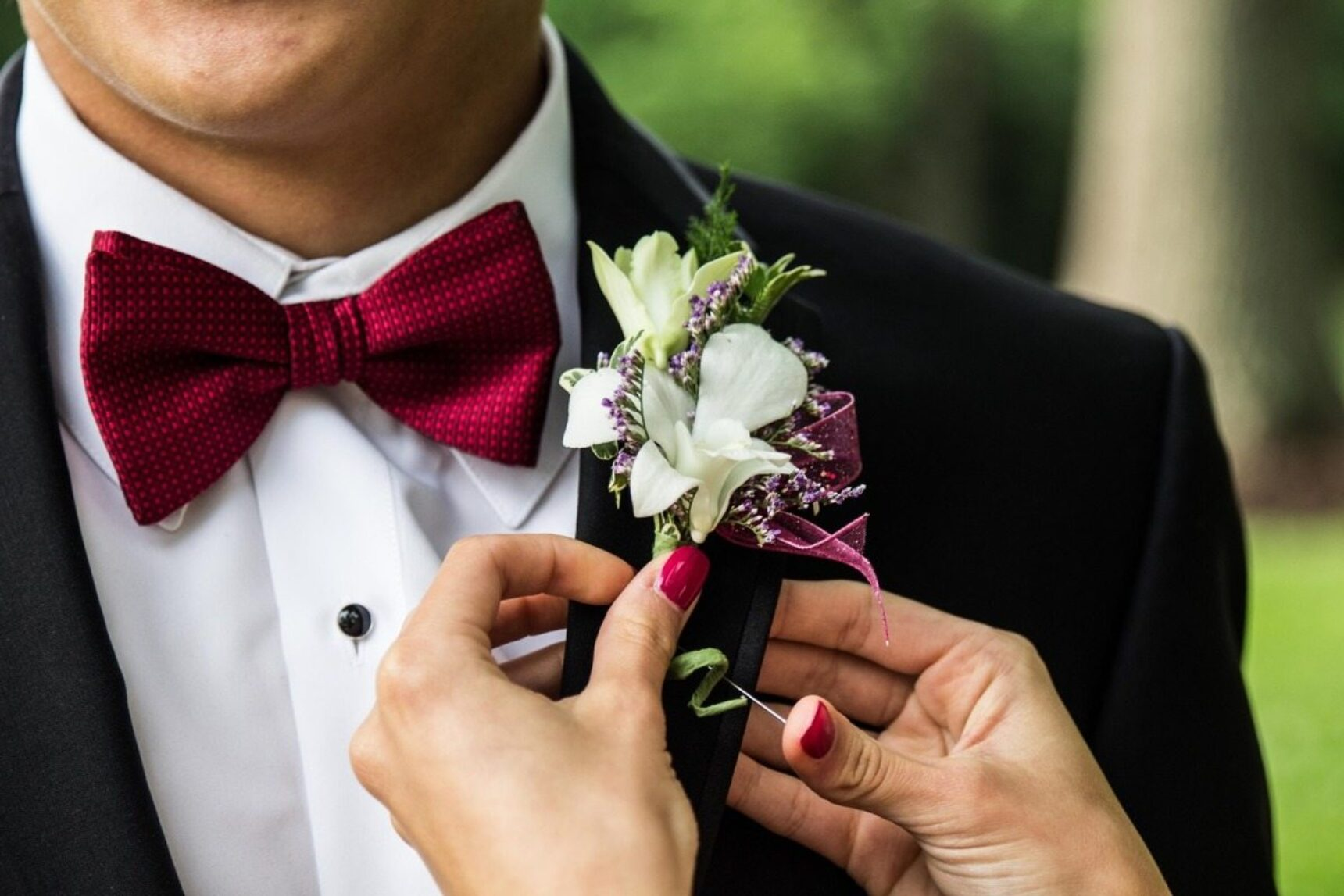 Mucha czy krawat – zobacz jaki dodatek będzie najlepszy na wybraną okazję!