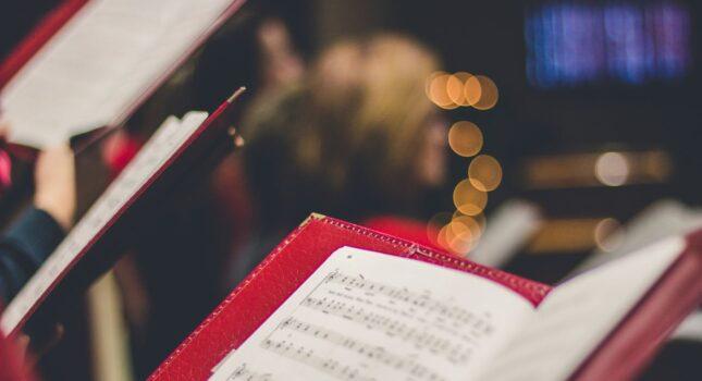 Jak zrobić śpiewnik weselny? Pobierz gotową listę piosenek i ich teksty!