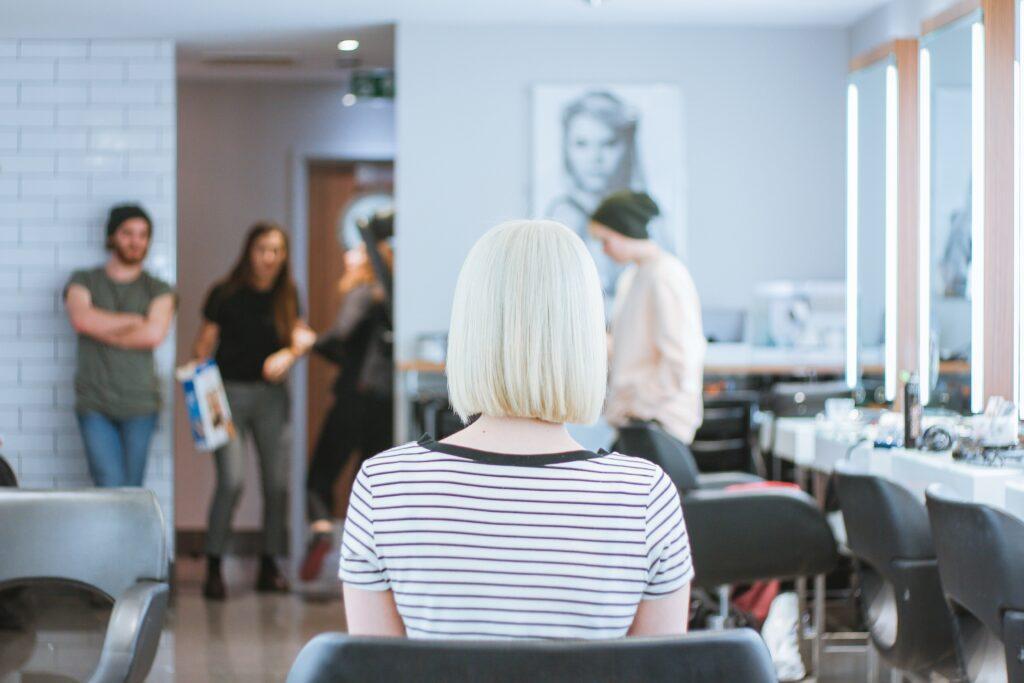 Modny kolor włosów 2019 - blatynowy blond