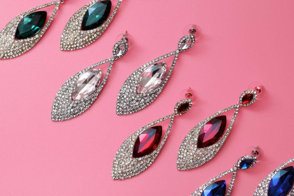 Kolczyki jako biżuteria na wesele