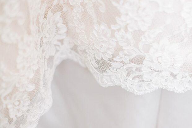 Który materiał na suknię ślubną najlepiej się prezentuje? Dowiedz się o nich więcej i wybierz swój typ!