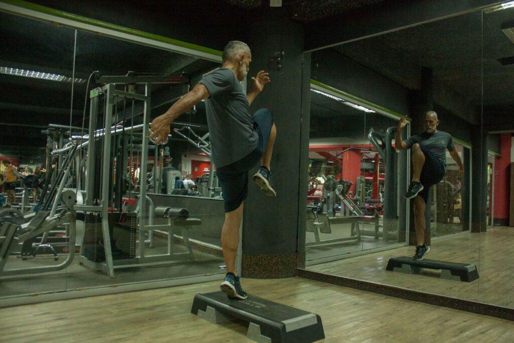 Ćwiczenia na stepie jako ćwiczenia na boczki