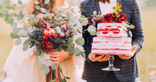 Tort z żywymi kwiatami 🌸 - jak go udekorować i jakie kwiaty wybrać?