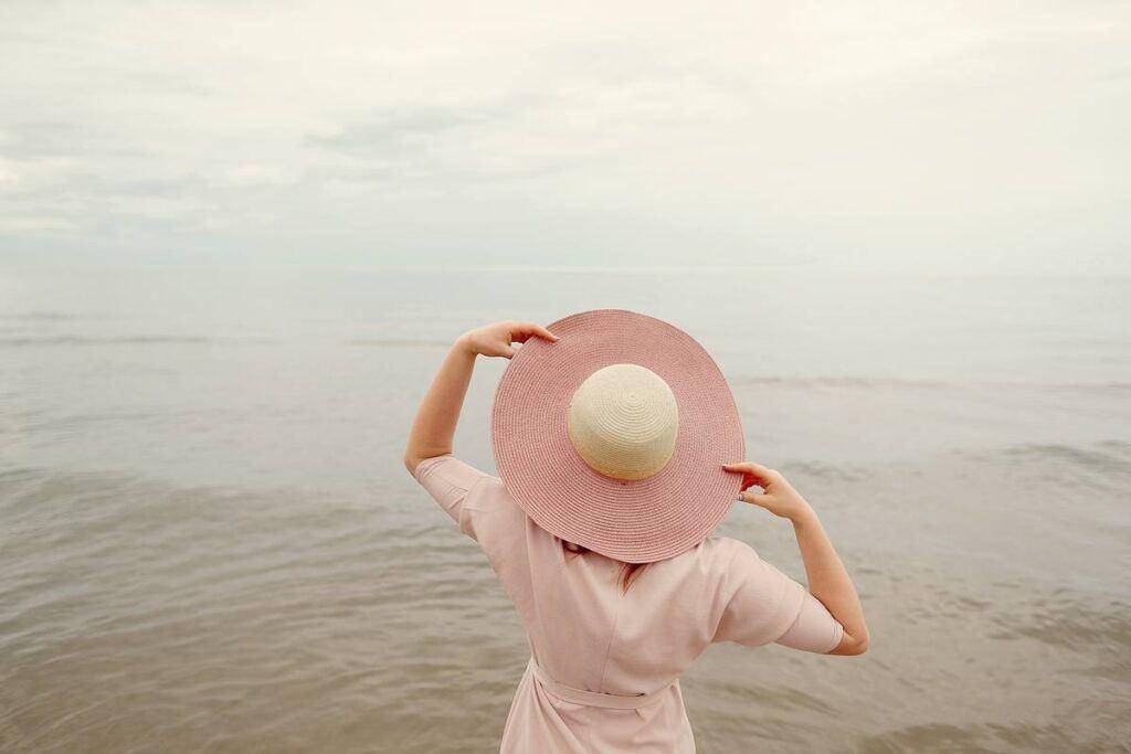 Idealne dodatki do różowej sukienki – na wesele i nie tylko!