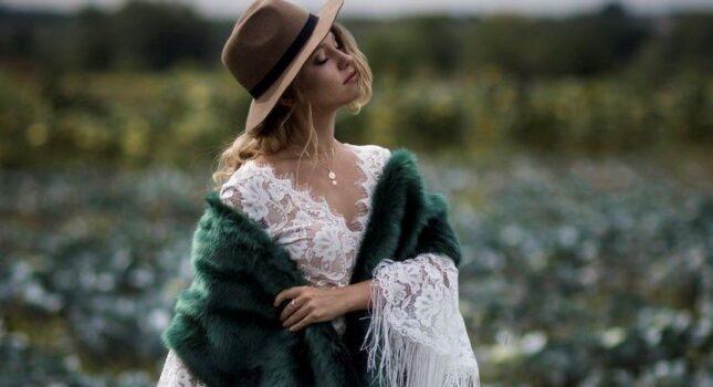 Eleganckie okrycia idealne do sukni ślubnej - gorące trendy!