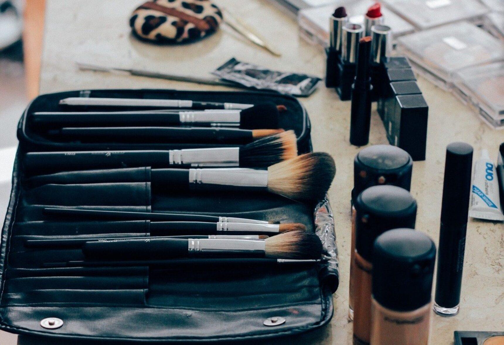 Konturowanie na mokro krok po kroku – sprawdź, jakich kosmetyków potrzebujesz!