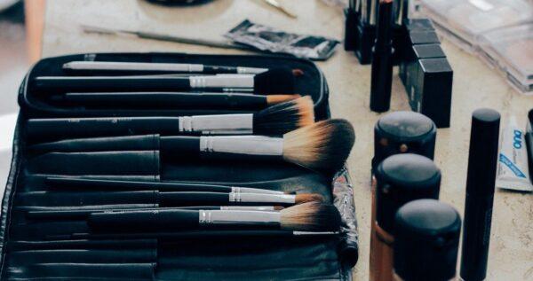Konturowanie na mokro krok po kroku - sprawdź, jakich kosmetyków potrzebujesz!