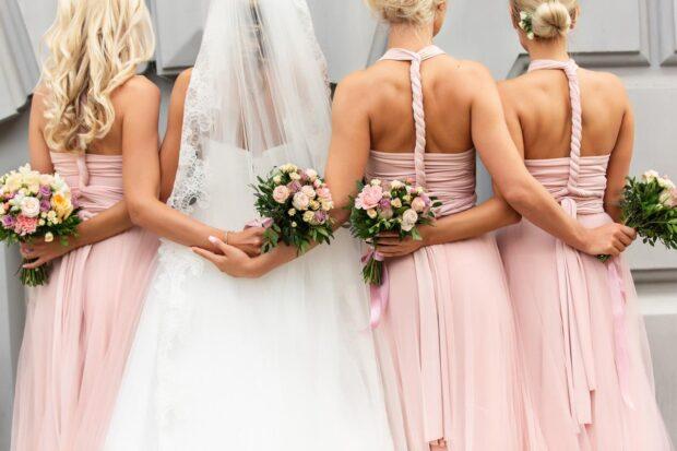 Kobiece trendy w modzie weselnej