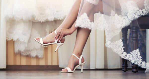 Ślubne buty do tańca 👠? Czym różnią się ślubne buty taneczne od zwyczajnych szpilek i dlaczego warto je wybrać?