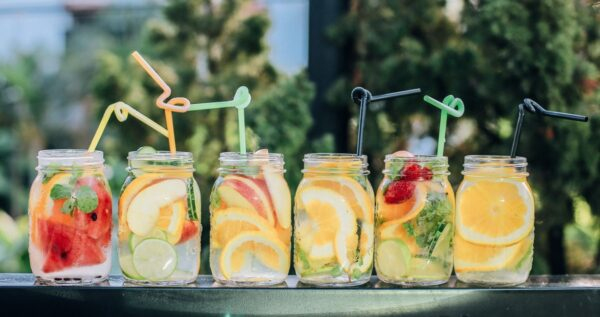 Najpopularniejsze drinki na wesele - sprawdź, których nie może zabraknąć w twojej karcie drinków!