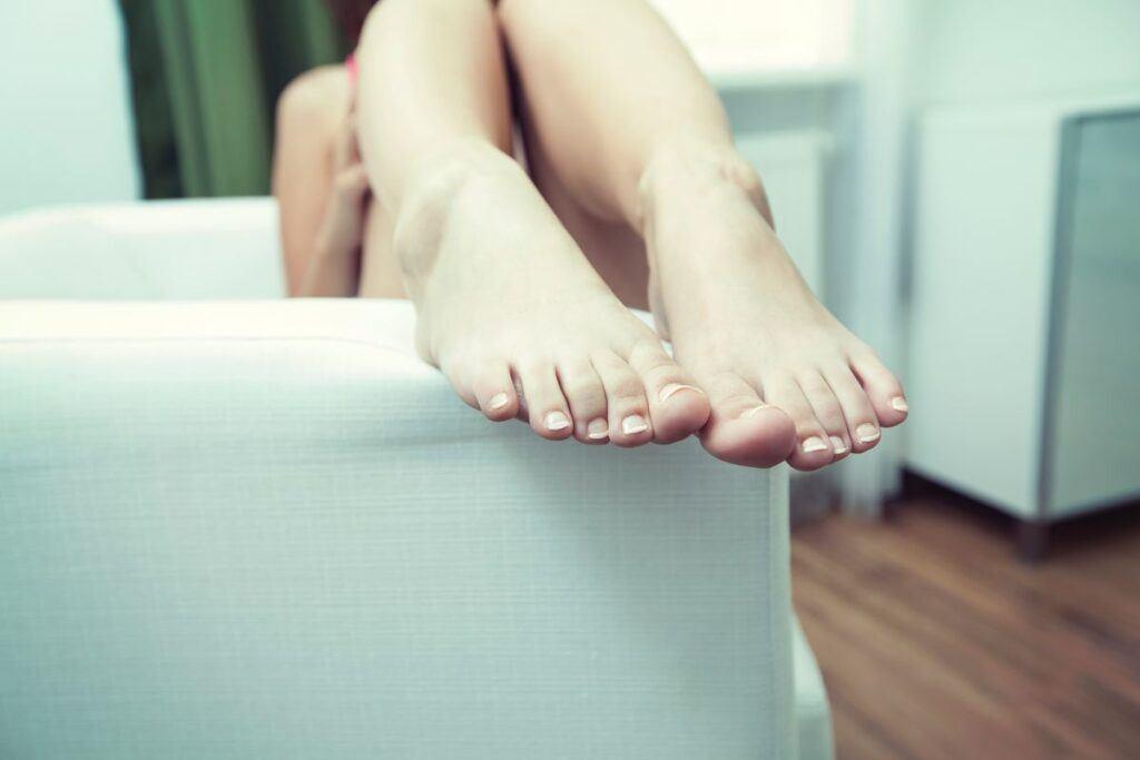 Jak zrobić french na paznokciach u stóp