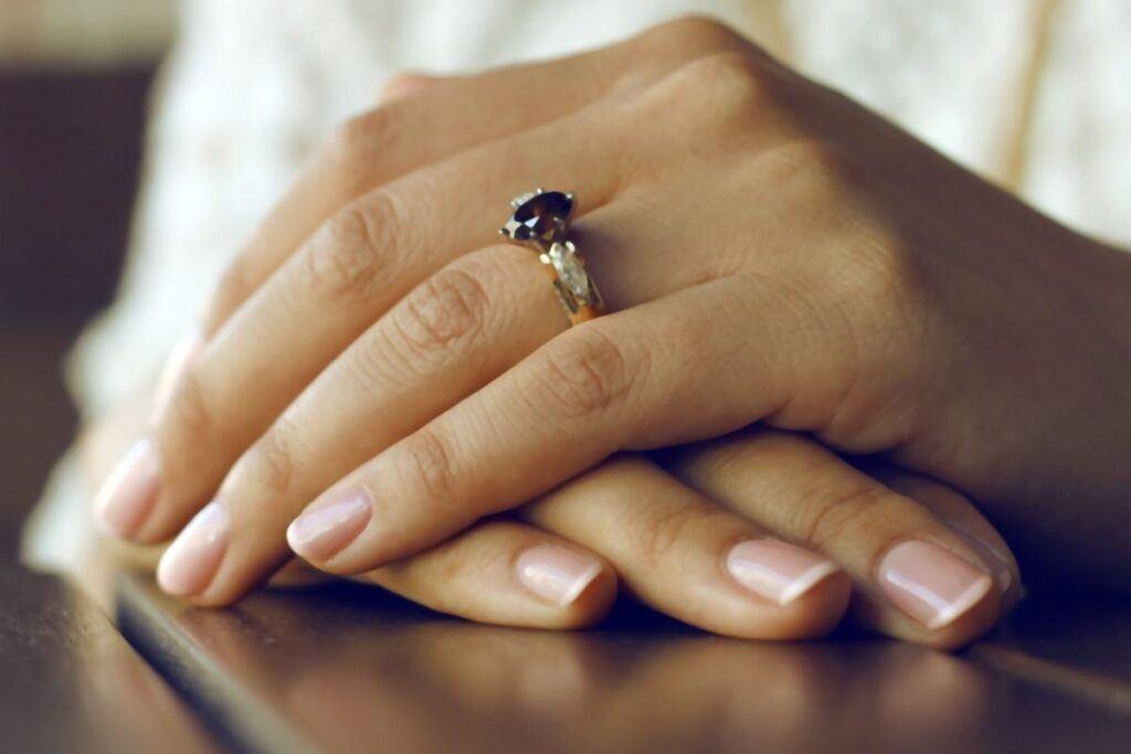 jasne paznokcie french manicure klasyczne