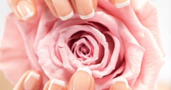 Jak zrobić french – poznaj kilka prostych kroków do pięknych paznokci!