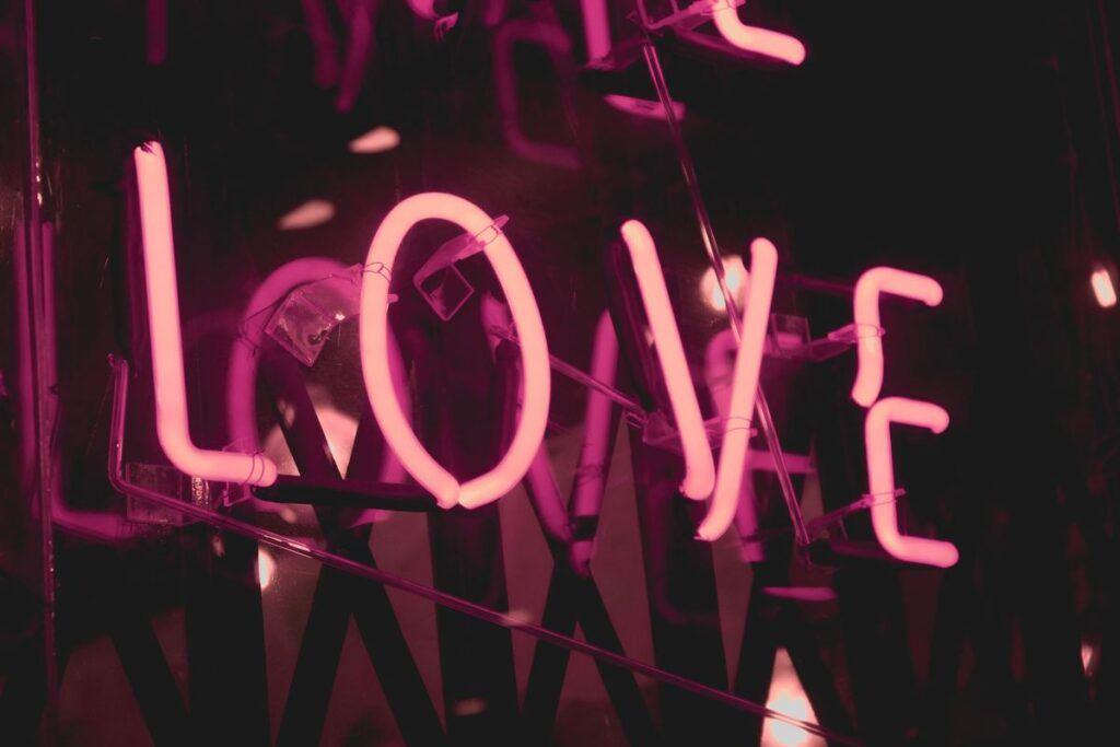 Co sprawia, że czujemy się kochani? Naukowcy odpowiedzieli!