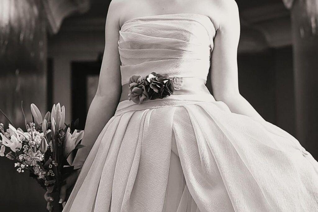 Pas do sukni ślubnej z kwiatami