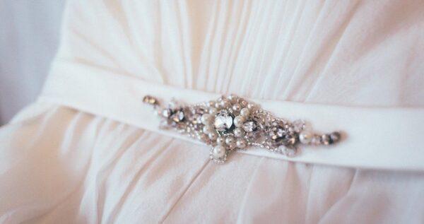 Pas do sukni ślubnej - ten piękny dodatek doskonale podkreśli twoją talię!