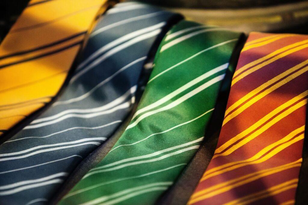 Kolorowy krawat ślubny w paski
