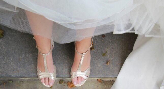 Ślubne buty do tańca? Czym różnią się od zwyczajnych szpilek i dlaczego warto je wybrać?