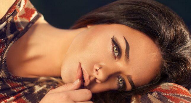 Koniec ze smutnym wyglądem... Pora na idealny makijaż dla opadającej powieki!