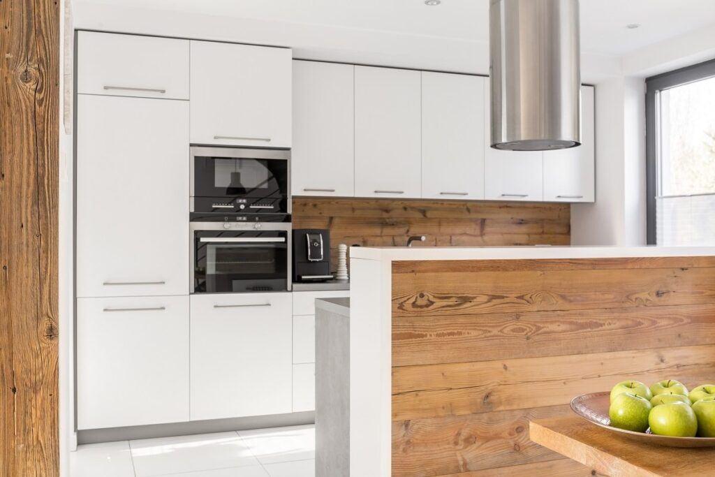 Drewniana kuchnia w stylu skandynawskim