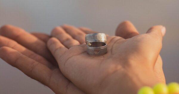 Marzą ci się nietypowe obrączki ślubne? Te wzory na pewno cię zaskoczą!