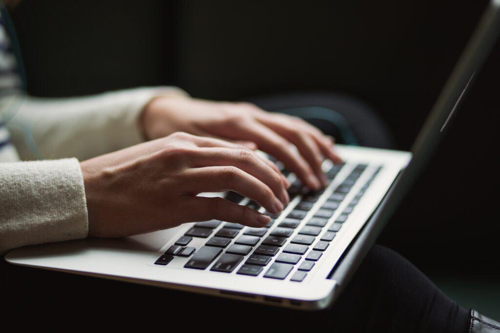 Zaproszenia na ślub online – czy to dobry pomysł?