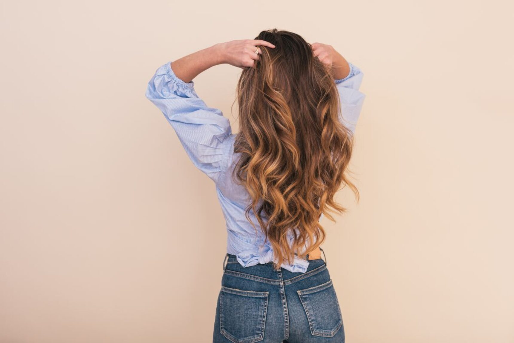 Jak szybko rosną włosy? Sprawdź, jeśli chcesz je zapuścić przed ślubem i zastanawiasz się jak!