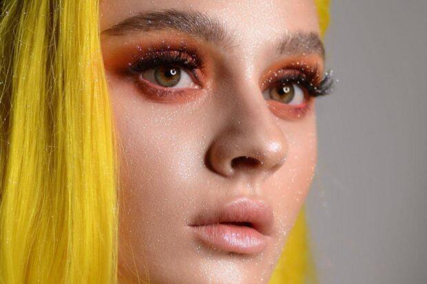 Makijaż z brokatem – zabłyśnij w sylwestrową noc!