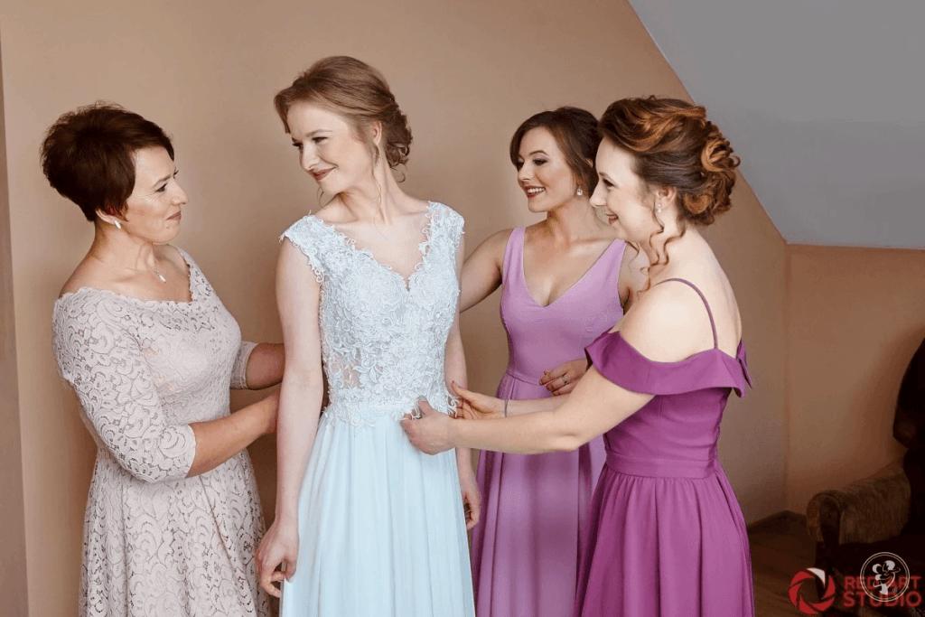 koronkowa sukienka dla 50 na wesele