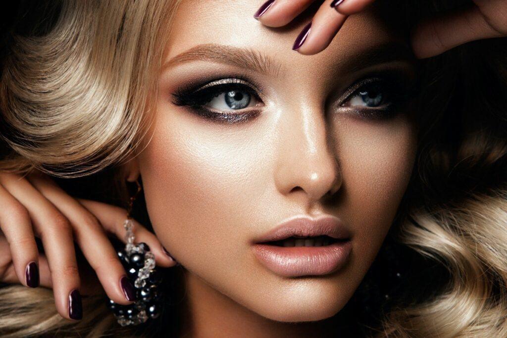 makijaż sylwestrowy dla blondynek