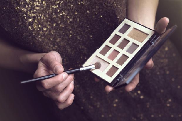 Makijaż sylwestrowy – wyzwanie czy doskonała zabawa? Zobacz najnowsze trendy w makijażu i zabłyśnij w sylwestrową noc!