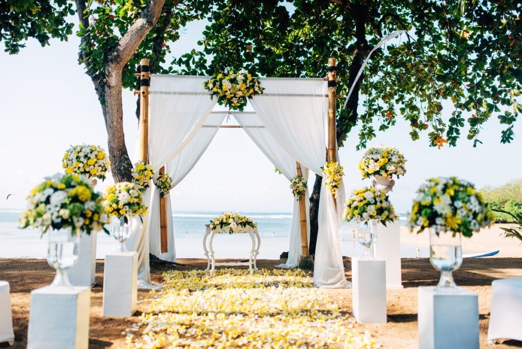 Miejsce przygotowana na ślub i wesele nad morzem