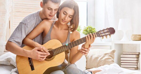 Najpiękniejsze piosenki o miłości po angielsku, których nie może zabraknąć na twoim weselu!