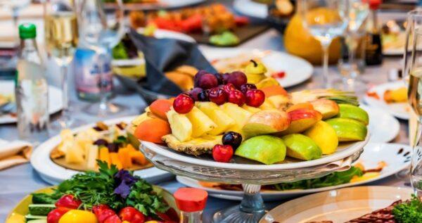 Owoce na wesele – zdrowa i smaczna przekąska