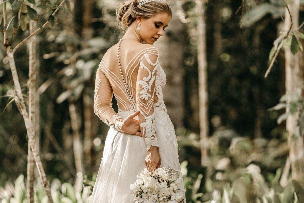Suknia ślubna odkryte plecy z przezroczystym materiałem