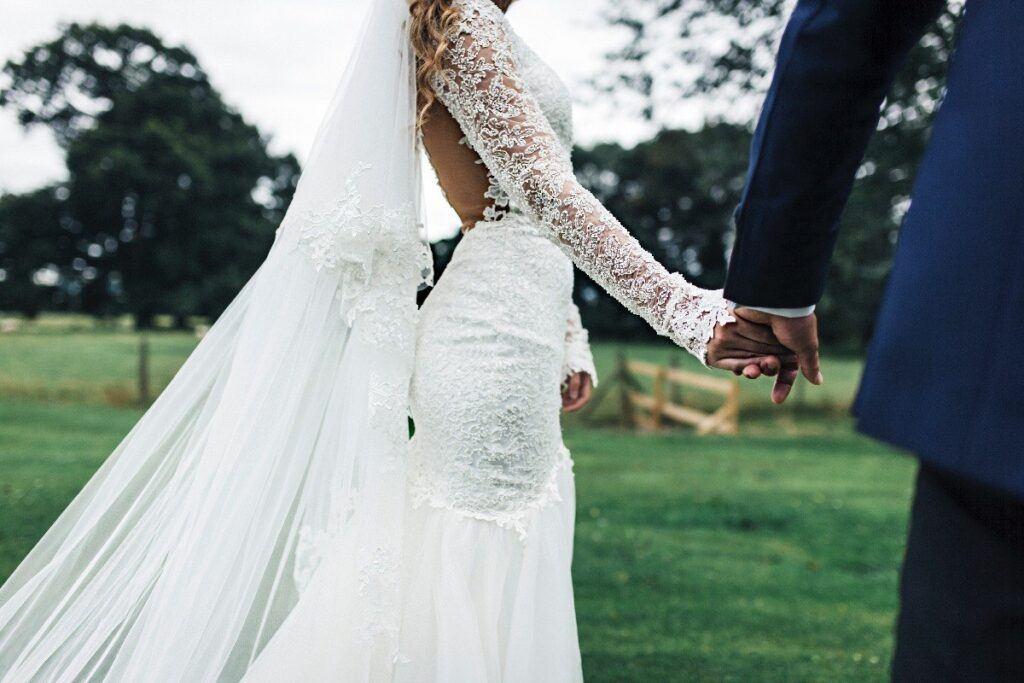 Idealna suknia ślubna? Koronka nigdy nie wychodzi z mody!