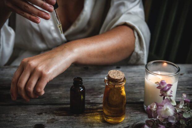 Zniewalający i wyjątkowy zapach, czyli kilka słów o tym, jak zrobić perfumy