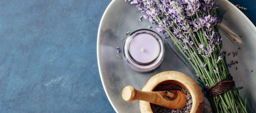 Salon w stylu prowansalskim – jak ze smakiem go urządzić?