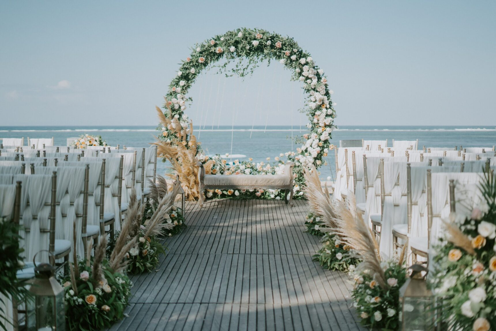 Łuk ślubny – oryginalna dekoracja na szczególny dzień